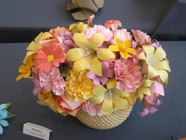 Origami Decoracion De Mesa ~ Estas flores hechas en origami, pueden brindar tambi?n un ambiente