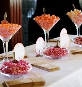 copas gigantes de martini con dulces centros de mesa