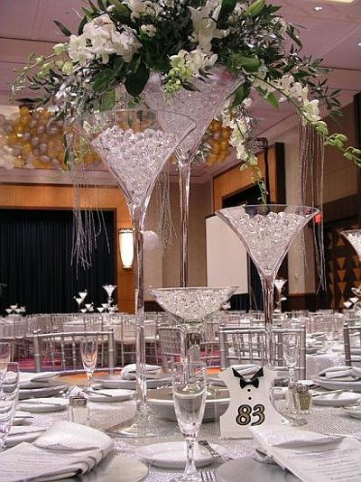 copas de  martini gigantes con cuentas de cristal para centros de mesa