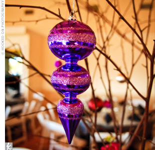 centros de mesa con bolas de navidad para bodas