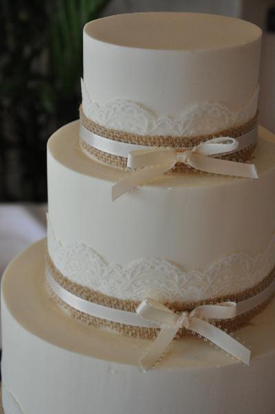 Torta Matrimonio Rustico : Tendencia en bodas decoraciones con tela de yute