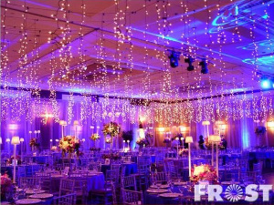 103afdf5e14 Tendencia en bodas  Iluminación con extensiones de luces de navidad ...