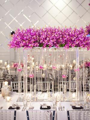 Tendencia en bodas decoraci n con guirnaldas de cristal - Cristales de colores para mesas ...