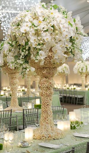 tendencia en bodas arreglos florales de flores en cascada