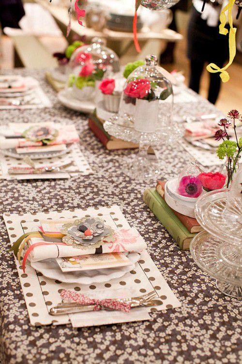 mesa de boda decorada con lunares