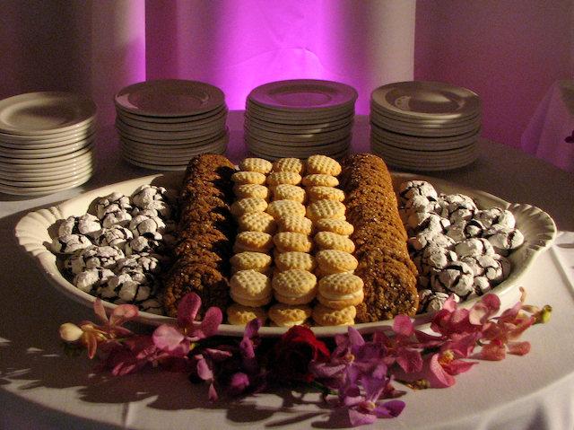 Mesa de postres con galletas