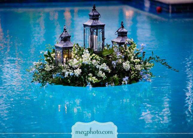 Decoraciones de piscinas para bodas for Floating candles swimming pool wedding