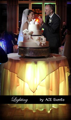 mesas de tortas de bodas iluminadas con luces de led