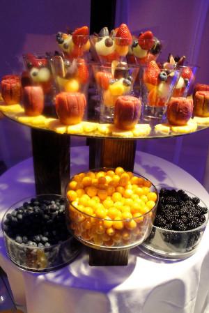 Mesas de postres con frutas directorio de bodas - Adornos de frutas para mesas ...