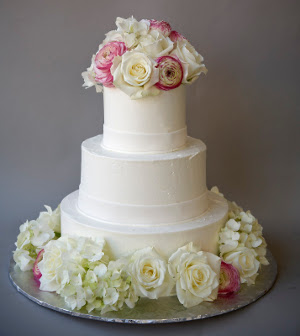 simple wedding cake with flowers tendencia en bodas tortas con flores frescas directorio 20106