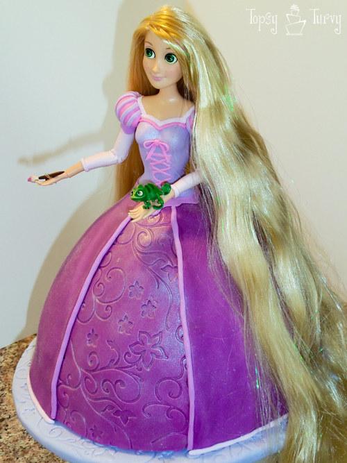 Igualmente puedes conseguir el kit de Wilton de Torta de Princesas .