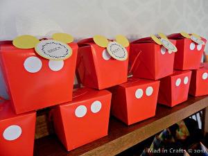 833f547c8 10 ideas para decorar con los botones del pantalón de Mickey Mouse ...