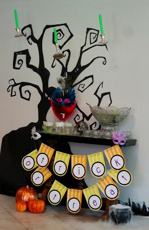 arbol de halloween hecho con cartulina negra