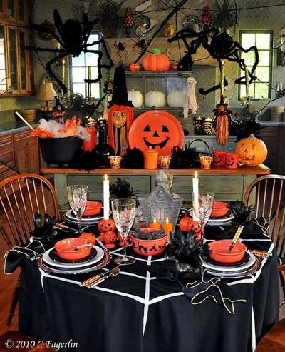 Adorna con calabazas pl sticas para halloween - Decoracion mesa halloween ...