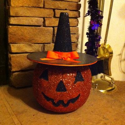 Adorna con calabazas pl sticas para halloween - Decoracion de calabazas ...