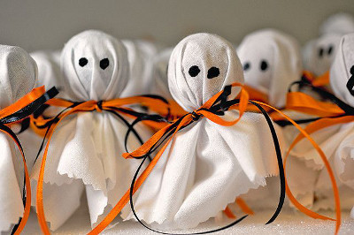 con fantasmas de icopor with adornos para halloween - Decoraciones De Halloween
