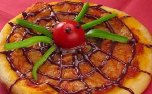 pizza con diseño de telaraña