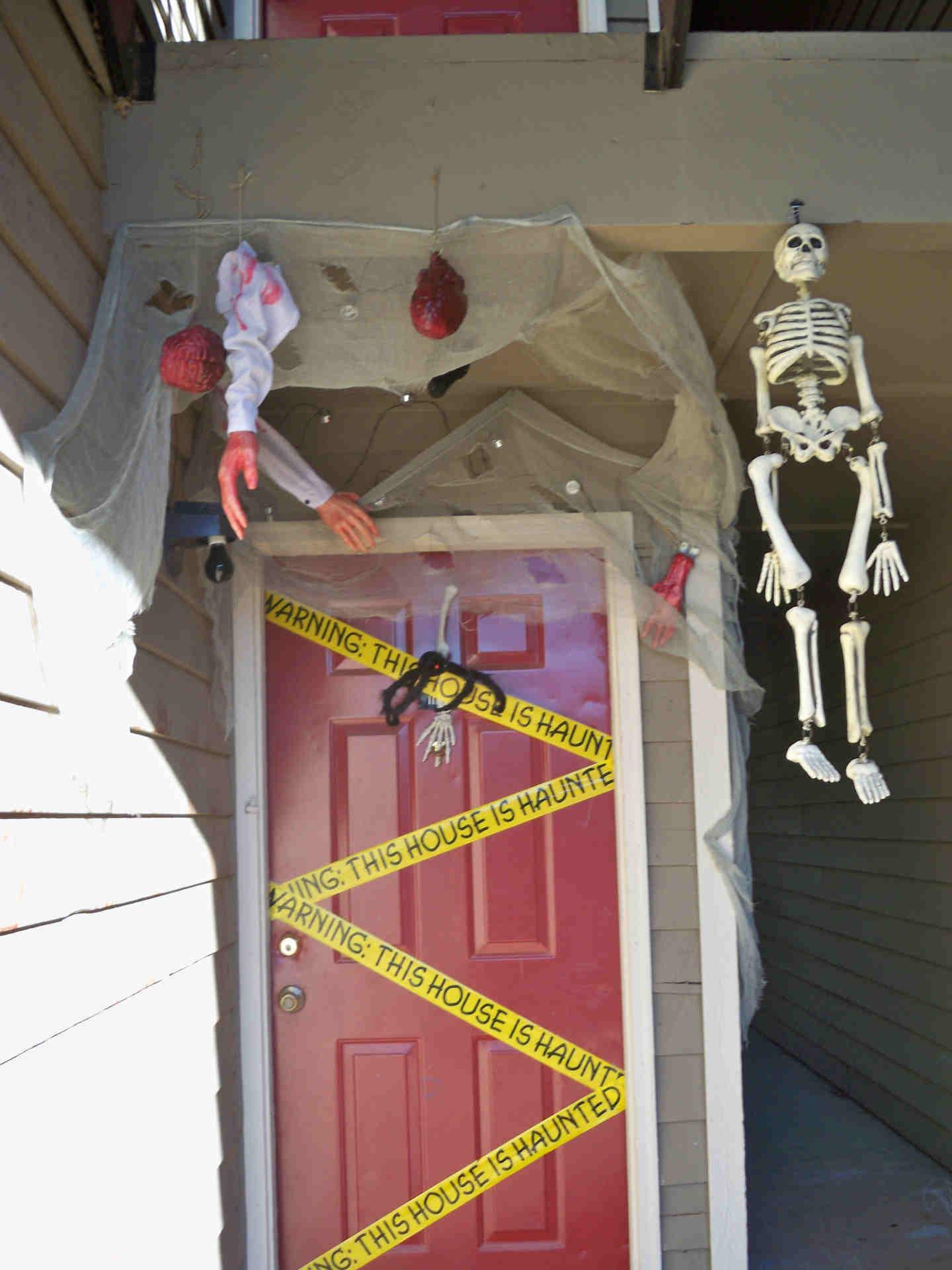 Decoraci n puerta halloween el pa s de los sabios - Decoracion de puertas para halloween ...