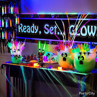 Decora tu fiesta de halloween con colores fluorescentes for Decoracion de unas halloween