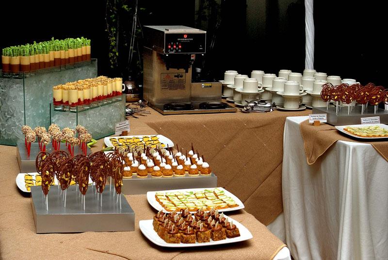 Cmo hacer recipientes de plstico para fiestas party - Mesa de dulces para bodas ...