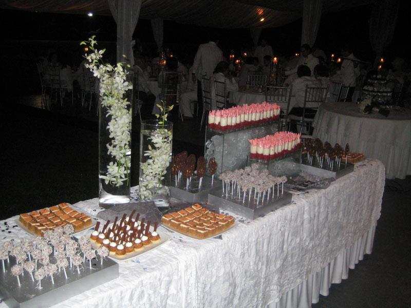 Mesa de postres para bodas diseñada por Ananda