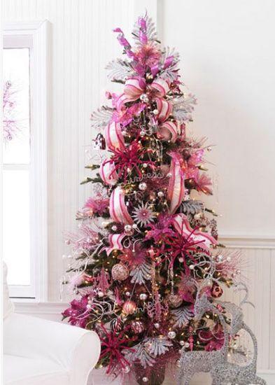 plateado y prpura estos pueden no ser los primeros colores que vienen a la mente cuando se piensa en navidad ahora esta combinacin se est volviendo