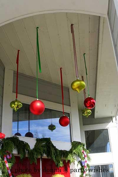 Decora Con Bolas De Navidad Colgadas Lacelebracion Com