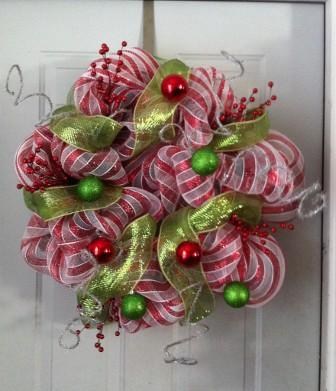 corona de navidad de malla decorativa