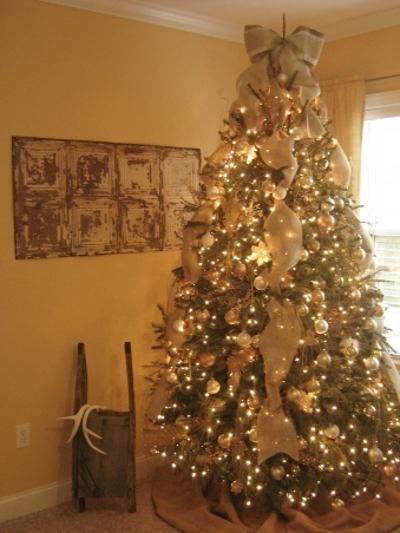 6 decoraciones con cinta de arpillera - Arboles de navidad dorados ...