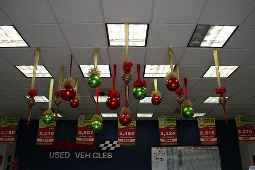 Cuelga Las Esferas De Navidad Del Techo Lacelebracion Com