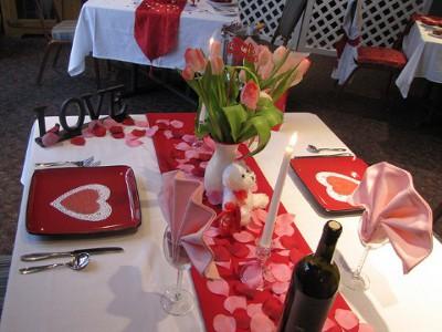 centro de mesa de decoracion de amor y amistad