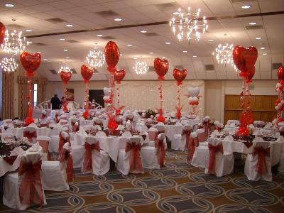 Tips para decorar una fiesta de amor y amistad for Decoracion de pared para san valentin