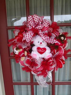 Coronas de amor y amistad con malla deco for Decoracion amor y amistad oficina