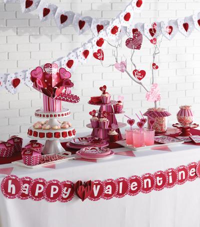 decoracion de amor y amistad vinotinto rosa y blanco