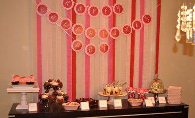 decoracion de amor y amistad de rojos y rosados