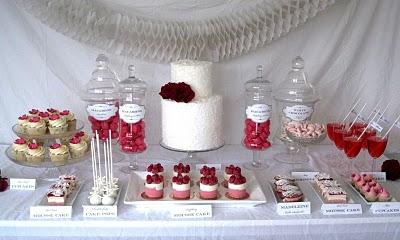 decoracion de amor y amistad colores vinotinto, rosa y blanco