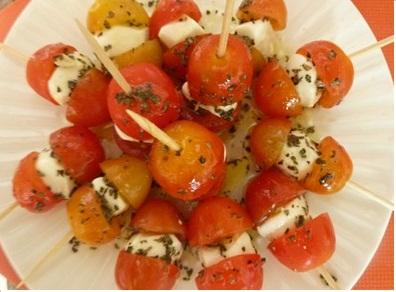 Aperitivos en palillos for Platos para aperitivos