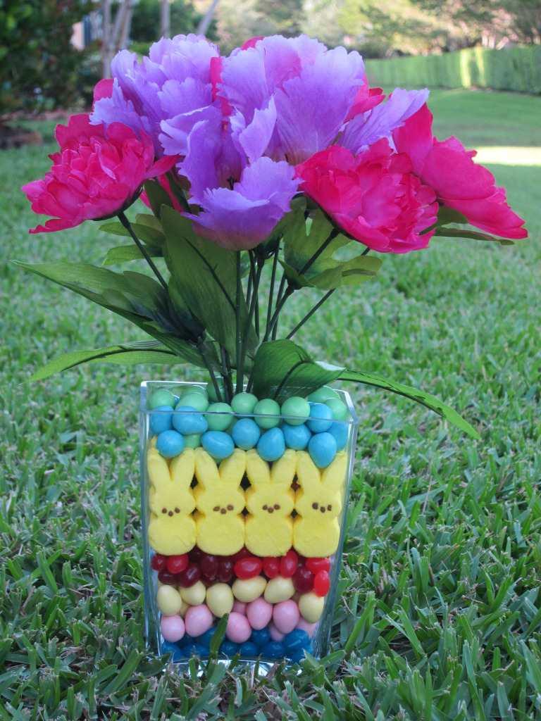 Florero decorado con caramelos para centro de mesa