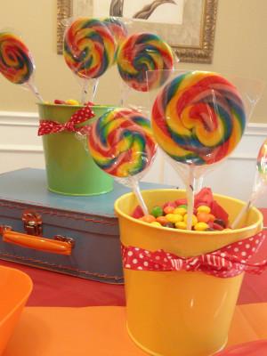 centros de mesa con caramelos retro