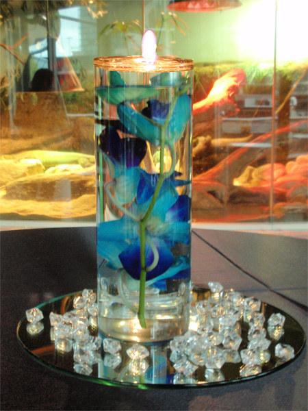 Centros mesa flores sumergidas con velas flotantes cuentas - Centros con velas ...