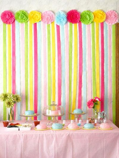 Decora el fondo de tu mesa dulce con serpentinas de papel - Ideas para cortinas infantiles ...