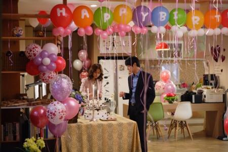 Decora pegando los globos en el techo - Fiesta sorpresa de cumpleanos para nina ...