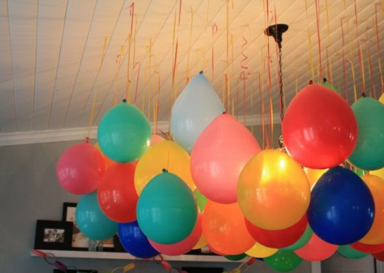 Decora pegando los globos en el techo - Decora con globos ...