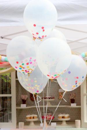 sencillos globos transparentes de ltex rellenos con confeti son una decoracin muy festiva chic y nica adems de que son sper fciles tanto de - Globos Transparentes