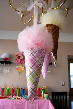 9 decoraciones con pompones de tul para tu fiesta - Decoracion con pompones ...