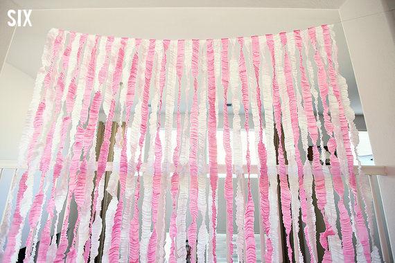 Decorando con serpentinas de papel crep - Como hacer unas cortinas paso a paso ...