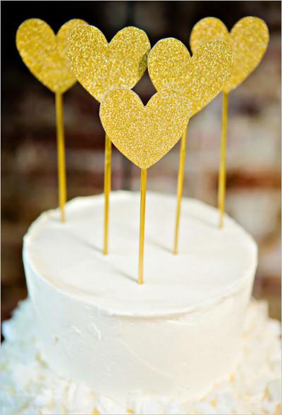 adornos para tortas con pines dorados de escarcha