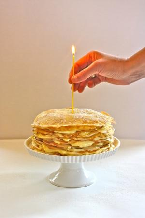 torta de crepes apilados para cumpleaños
