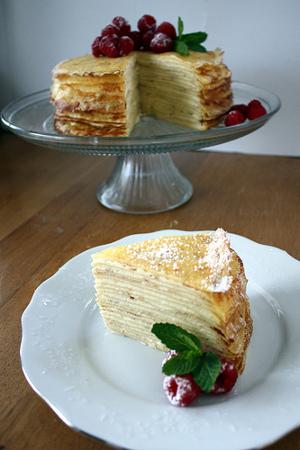 torta de crepes apilados