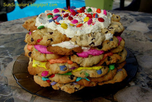 tortas apiladas de galletas con M&M's
